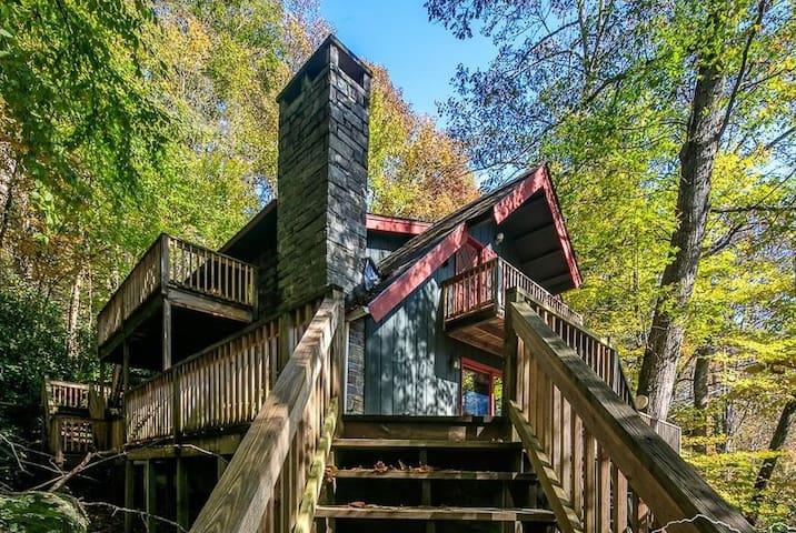 Rustic Mountain Retreat