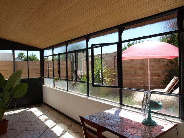 Maison F2 50 m2 avec extérieur en petite camargue