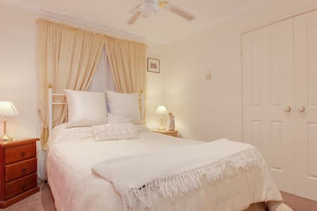 OCEAN EDGE B&B Pet & Child Friendly - Port Kennedy - Aamiaismajoitus