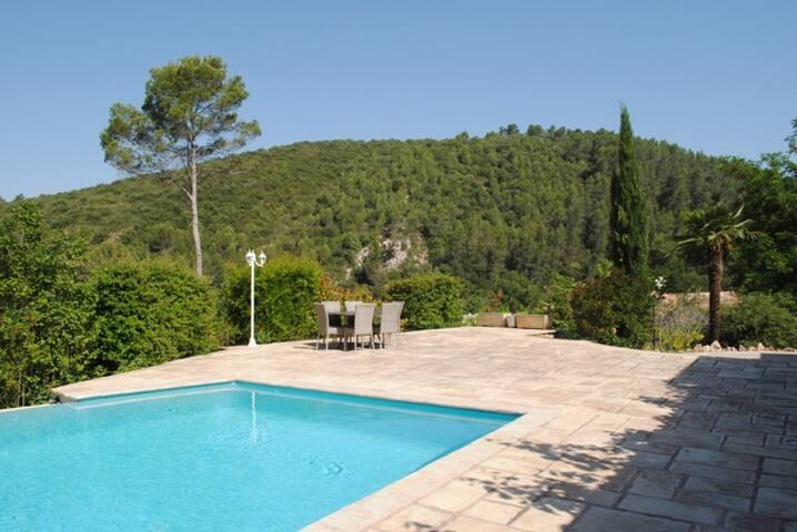 Belle propriété Provencale, piscine privée et WIFI - Entrecasteaux