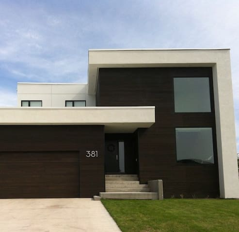 Modern Family Home - Saint Adolphe