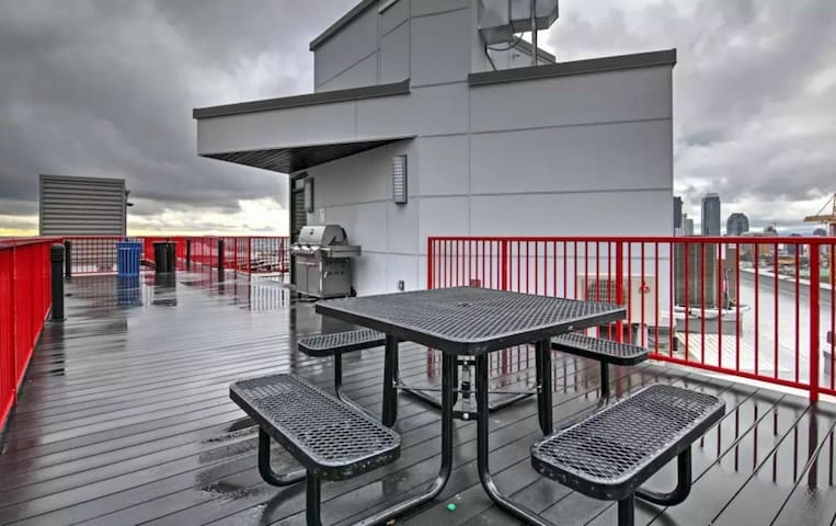 Community grill and seating up on the rooftop!