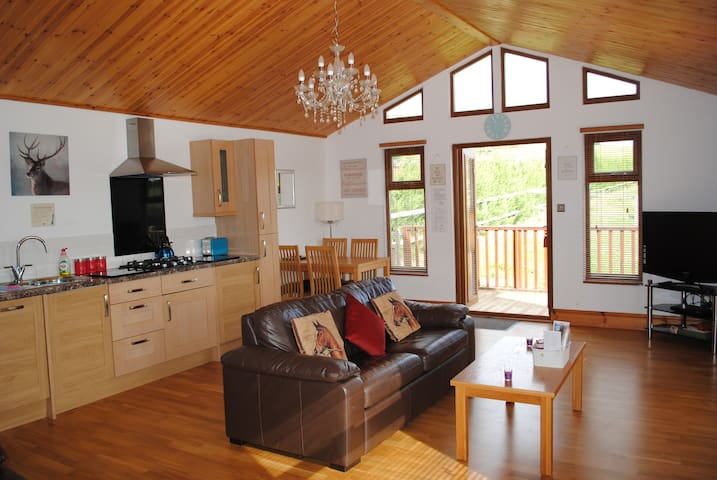 Stunning 1 Bed Log Cabin/Great Views/Parking/Walks