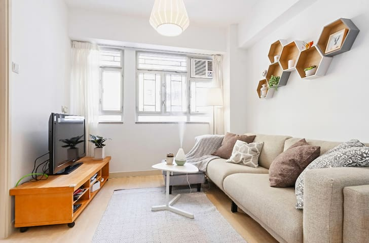 2 Bed Rooms heart of Central ( sleeps 3)