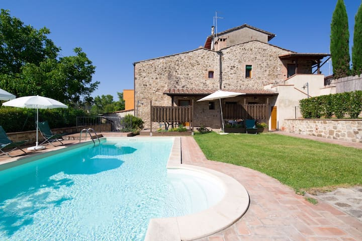 Restored Tuscan farmhouse with pool - Barberino Val d'Elsa - Huis