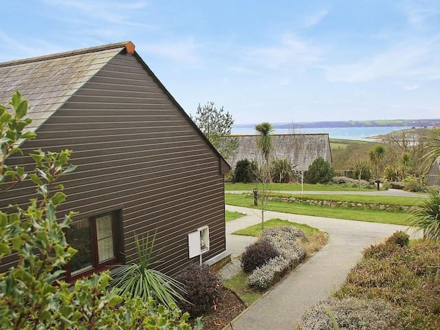 CASTAWAY LODGE, family friendly, with pool in Fowey, Ref 959754