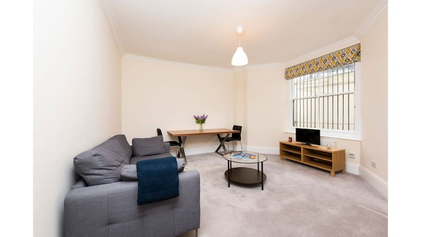The Collingham Rd Apartment - C1