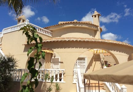 3 Bedrm Villa with pool - Costa Blanca