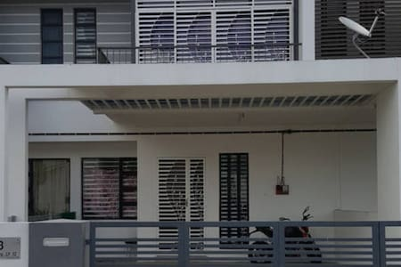 Guesthouse in Kuantan City 4 Bedrooms House - クアンタン