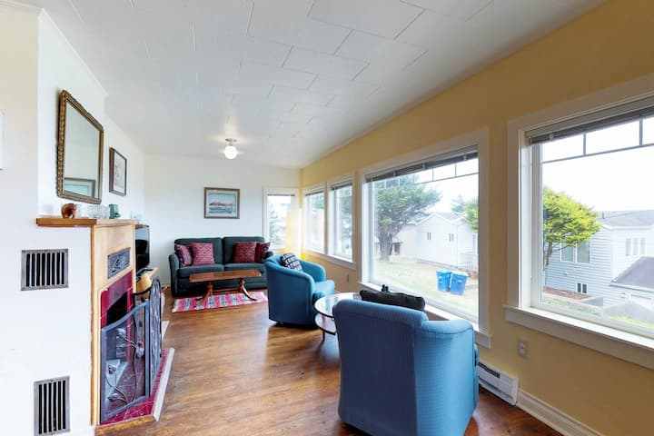 Dog-friendly cottage w/amazing ocean views, whale watching