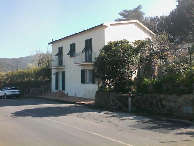 BILOCALE SOPRA  ALLA SPIAGGIA DI SANSONE - Acquaviva - Leilighet