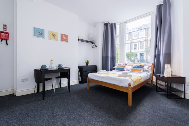 Bright Studio King street Hammersmith N