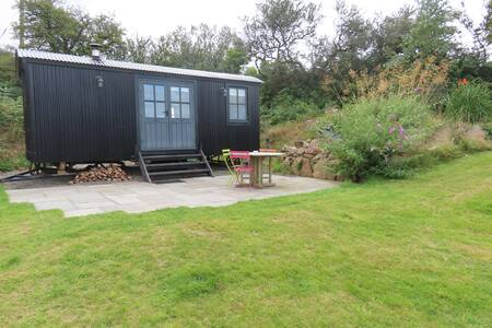 The Shepherds Hut @ Carne Byre - Peace personified