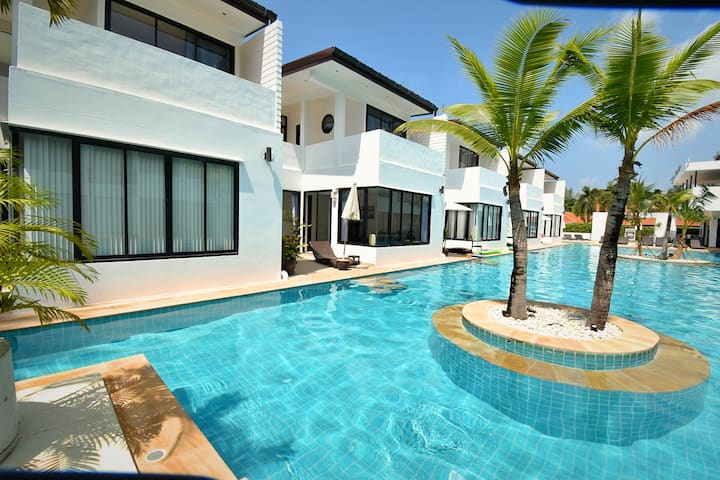 Pool access Townhouse with 3 bedroom