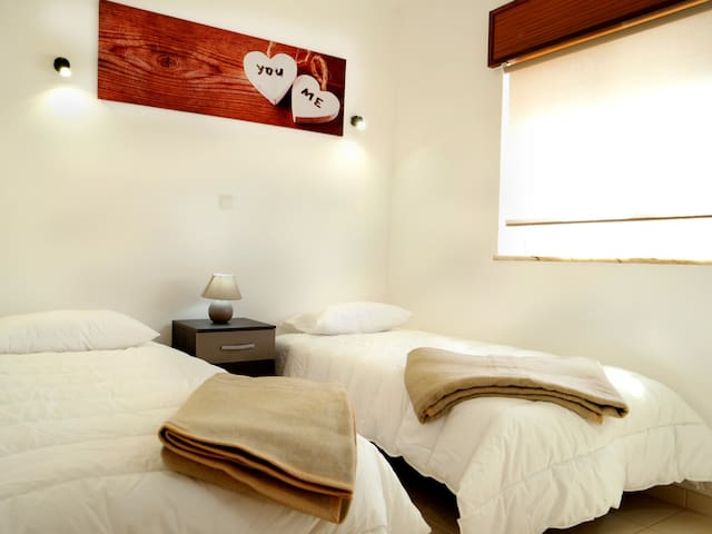 Twin/Double Room with Shared Bathroom LG1