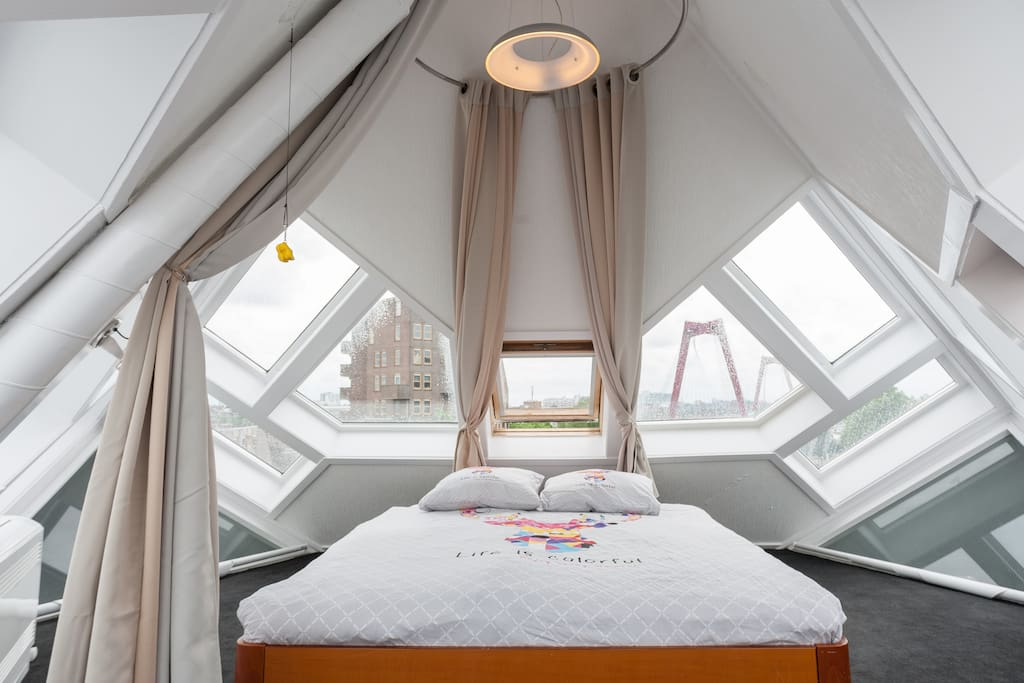 Bedroom: Amazing view over old Rotterdam