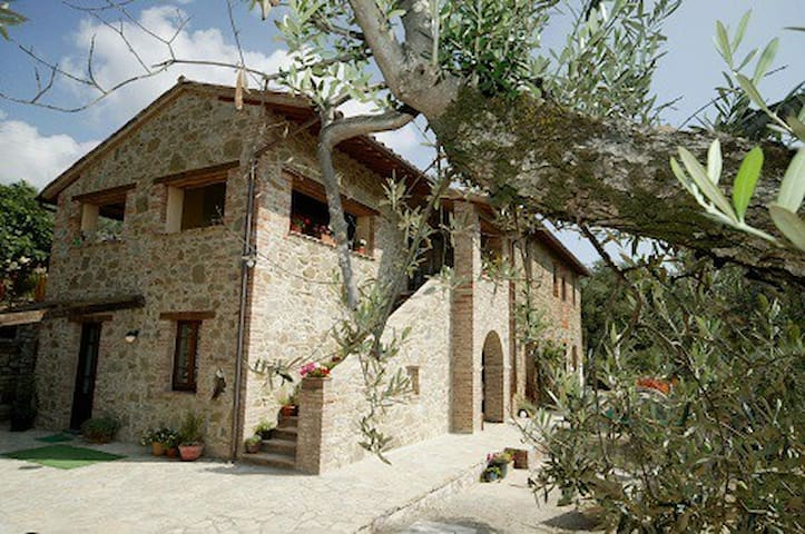 CASA LORENZO ~LAVANDA~Stunning rural apt with pool