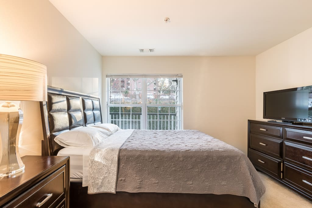 Quiet Gated Community Minutes To Nyc Free Parking Apartments For Rent In Fort Lee New Jersey