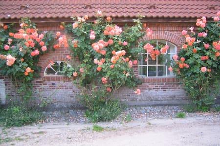 Gemütliches Rosenhaus auf Gut Hohenstein