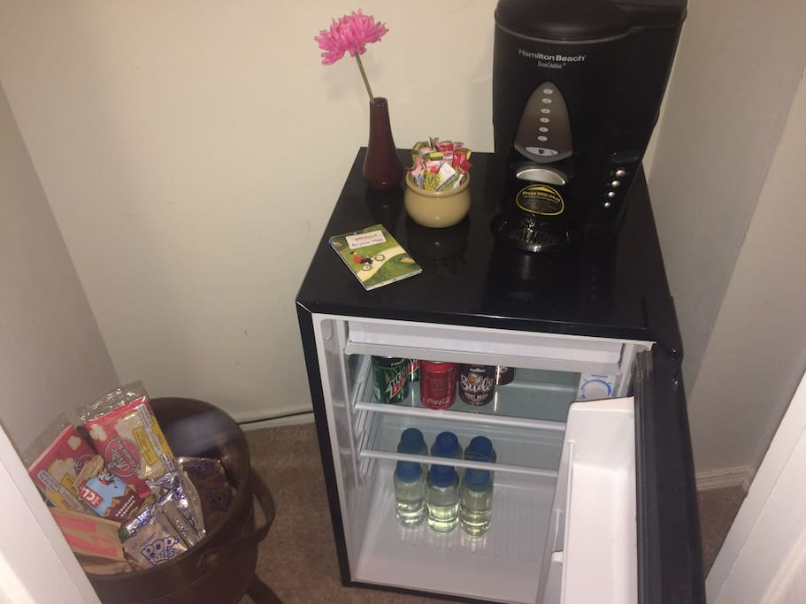 Snacks/drinks/coffee/quick breakfast options in the hallway next to your room. All included, no extra charge!