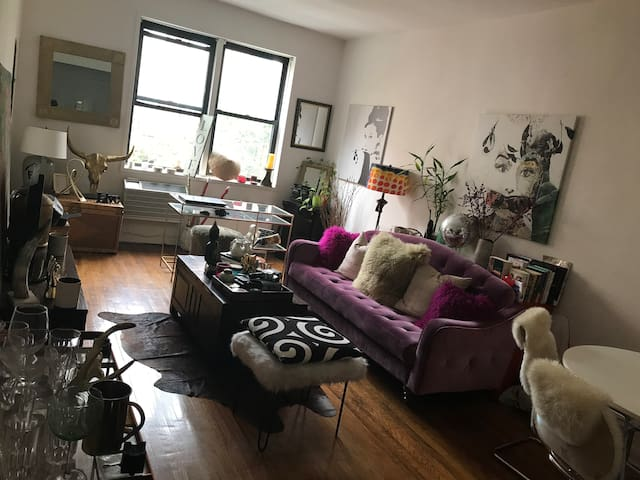 Large one bedroom on the Upper East Side.