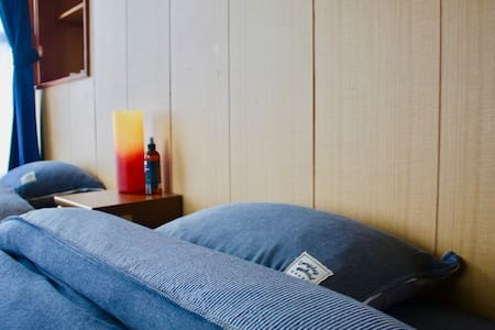Cozy room with 2 single beds. 7mins from Station