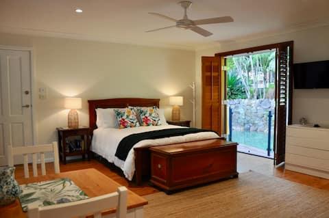 Pittwater Paradise, poolside studio retreat Avalon