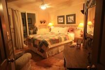 Guest Bedroom 2 (Cranberry) Queen size bed