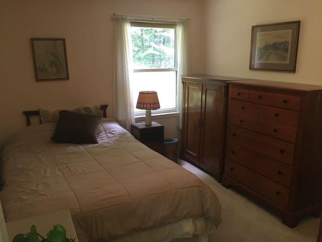 Peaceful, quiet, corner room, garden view