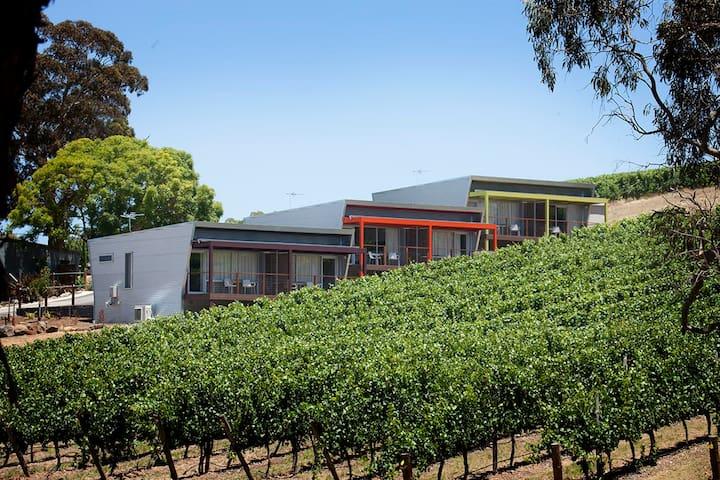Longview Vineyard - Vineyard Suite (King or Twin)