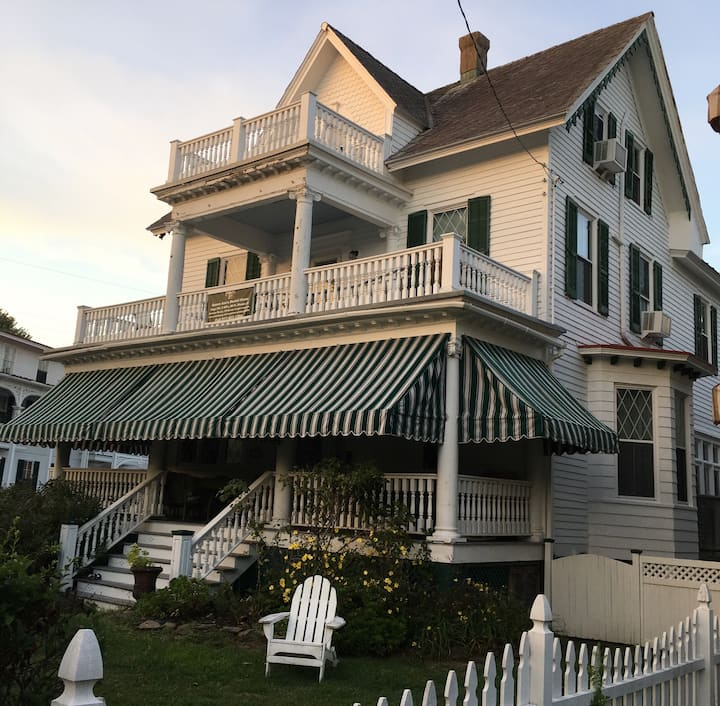 Queen Ann's 9BR Cape May House Sleeps 24. Dogs OK.