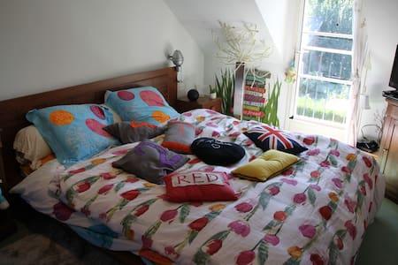 Maison avec beau jardin, chambre privée - Sinceny - Dům