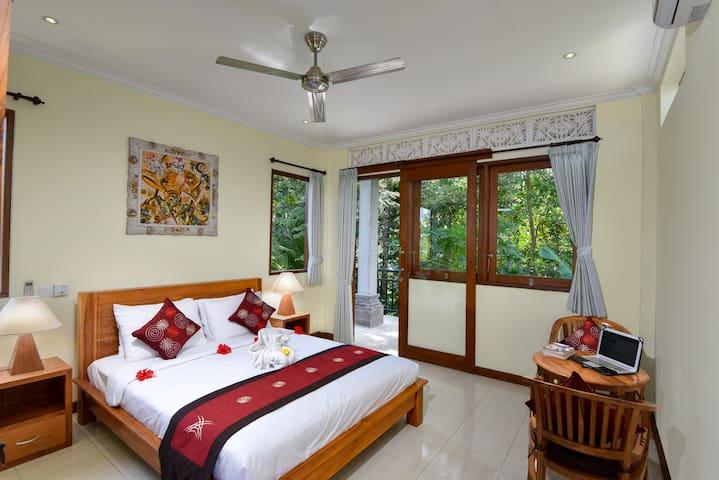 Jungle Sunrise Upstairs Room
