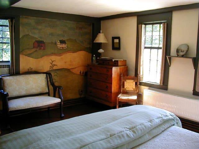Pomfret Antique Farmhouse Guest Room