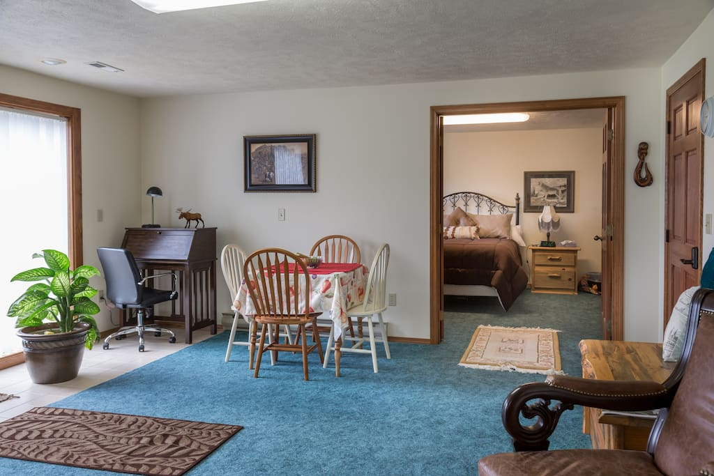 Wi fi is available along with this desk. The table seats four or five or more....picture also includes the queen bedroom.