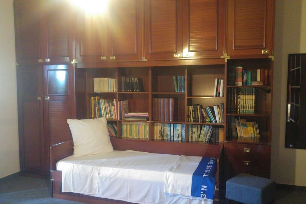 camera delle ginestre.  letto singolo cm 90 x cm190
