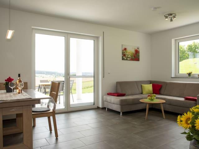 Hof am Horn, (Laichingen), Ferienwohnung Mohnblume, 57 qm, 2 Schlafzimmer, Südterrasse, max. 4 Personen