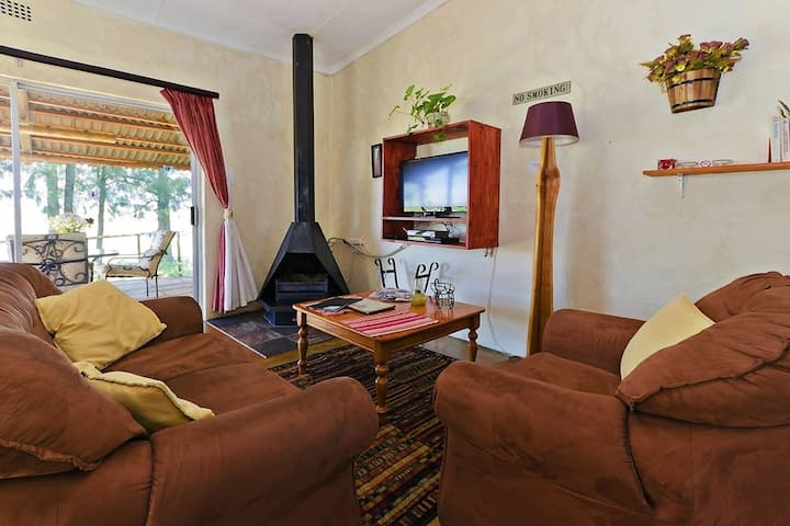 Blue Roan Country Lodge -Acacia - pet friendly