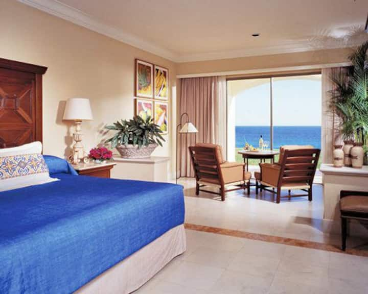 4 Diamond Resort in Cabo Next to the Beach