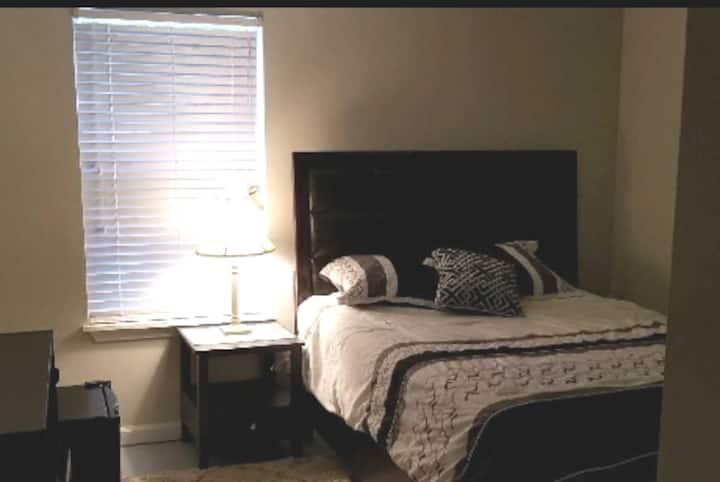 Callington Suites ~ Homewood ~ Private Bed/Bath