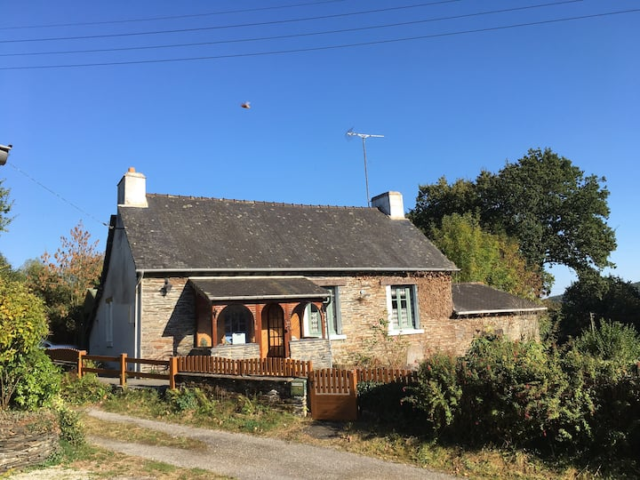 Detached 3 Bed Cottage, 10 mins walk to Lake Beach