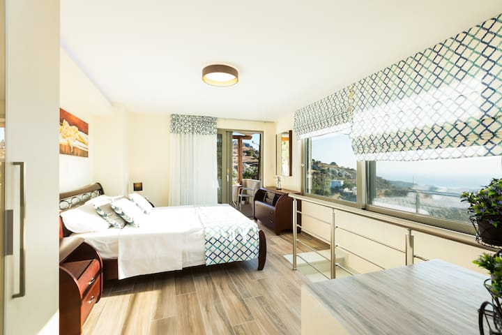 Bedroom with double bed, HDTV, closet, ensuite bathroom, A/C  on the first floor