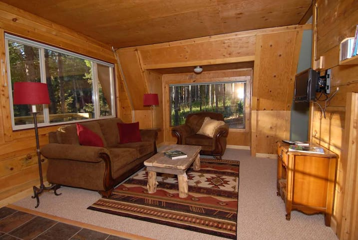 Evergreen's Secluded Chalet - Wilderness Lodging