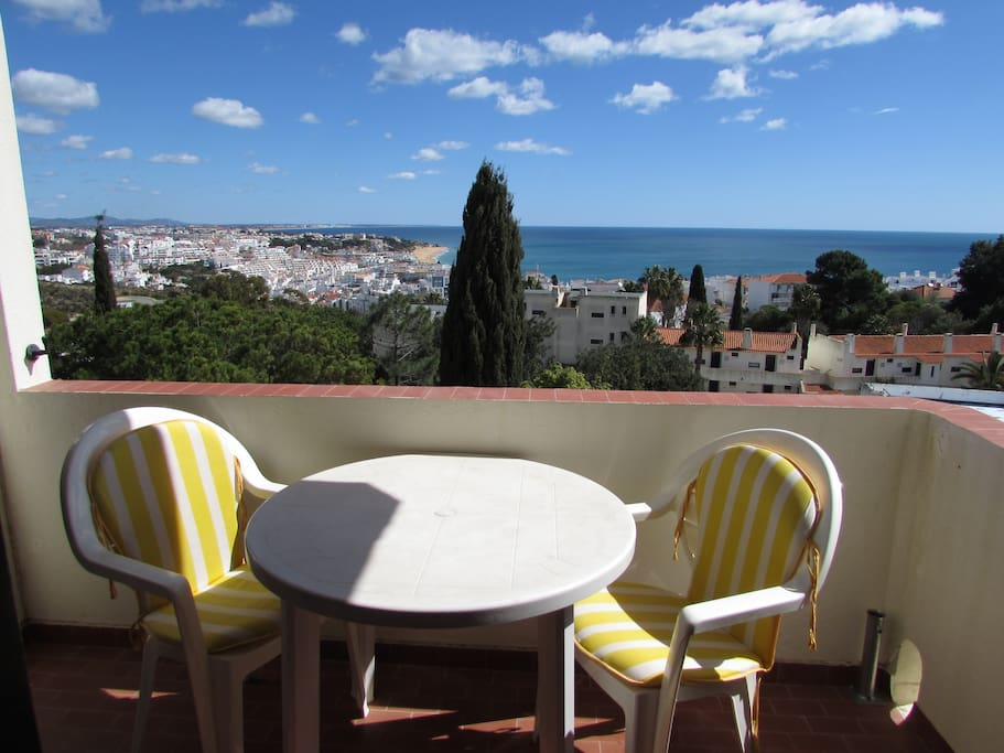 un balcon sur la mer albufeira apartamentos para. Black Bedroom Furniture Sets. Home Design Ideas