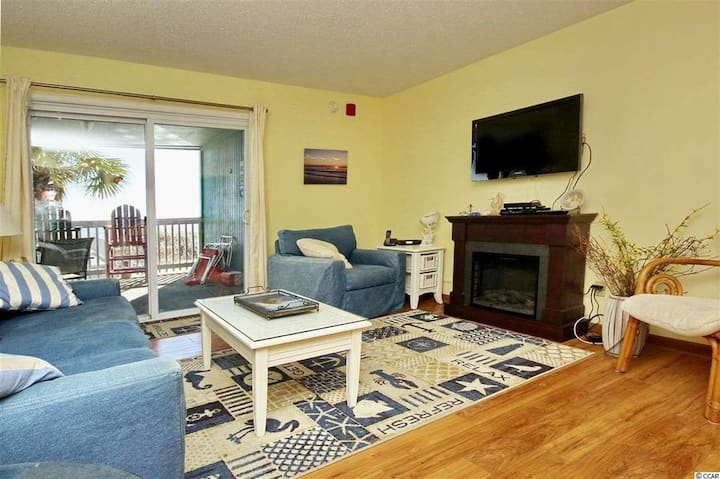 Beachfront | Ocean & Fun | 3 Bdr Villa | Sleeps 10