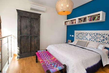Hip downtown 2B w/ Private Terrace, Free Parking