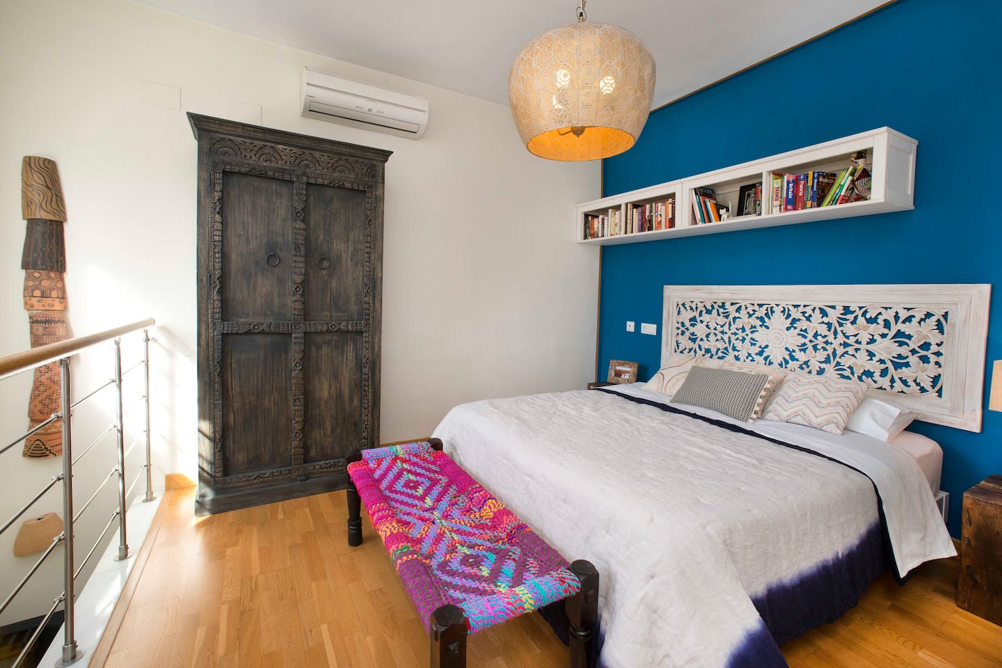 Upstairs bedroom with views of one of Sevilla's oldest churches and markets