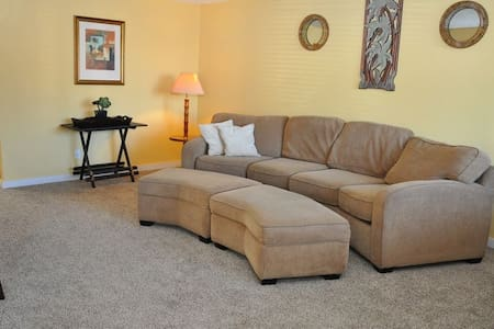 Spacious 2 Bedroom Condo, Centered in the Action! - Long Beach - Lejlighedskompleks
