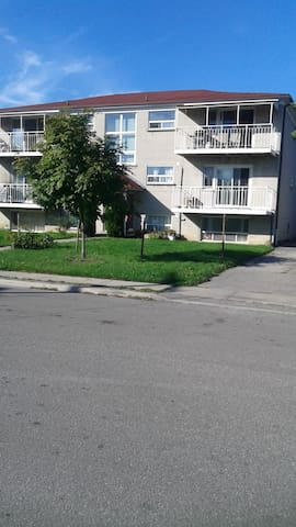 Apartment in 5 minutes walk dist to Kennedy subway