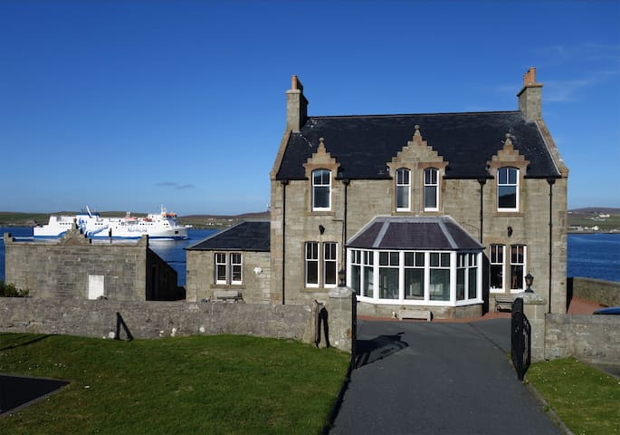 Grand home in stunning location. - Lerwick